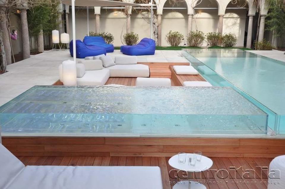 Piscine con pareti trasparenti in vetro piscine con vetrate - Piscina in vetro ...