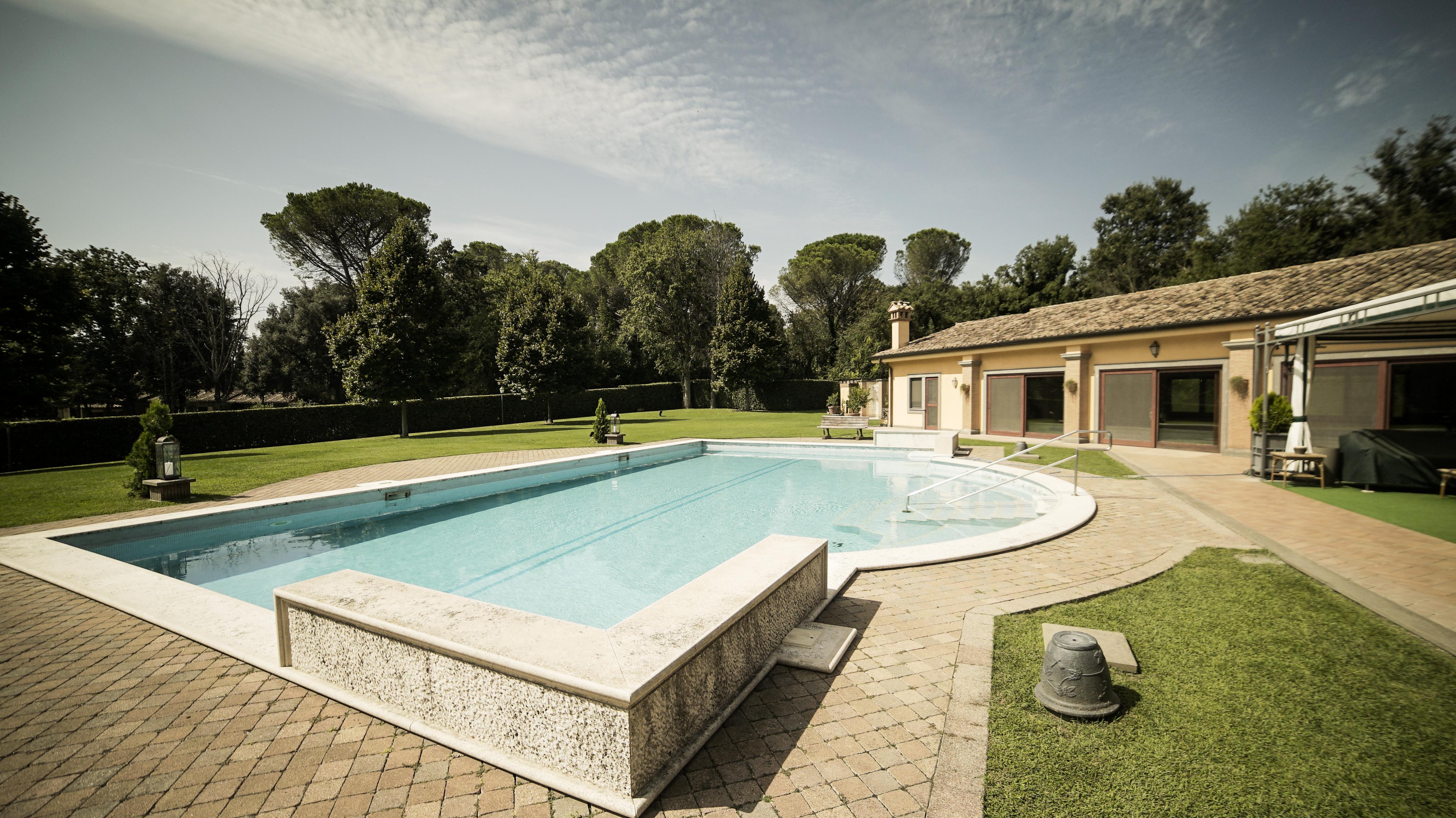 piscina con ingresso facilitato