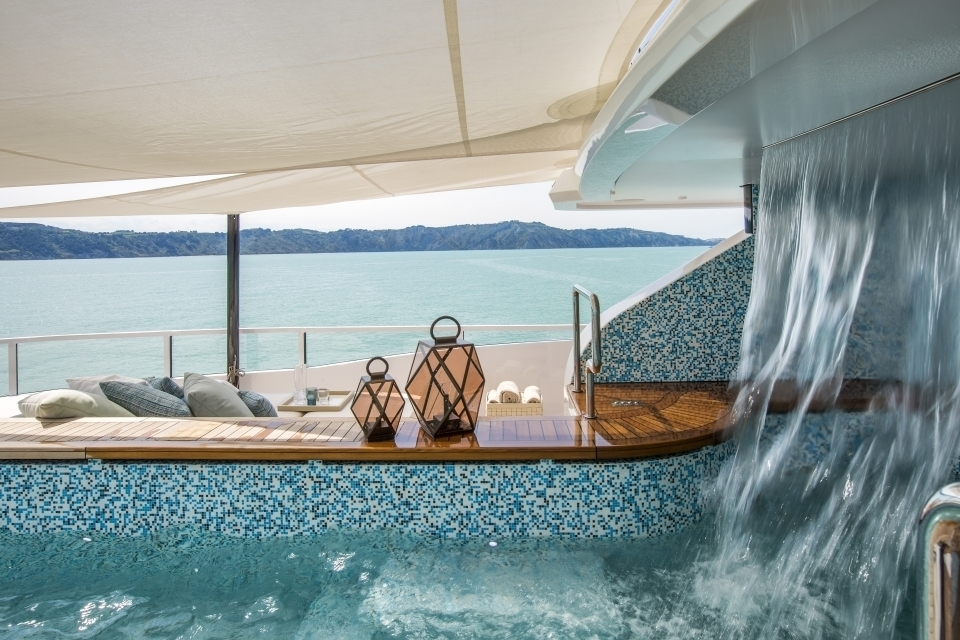 Cascata in vasca su yacht