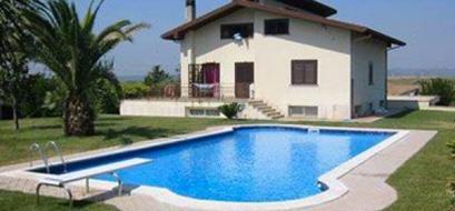 Costruzione piscine in giardino - Esempio di realizzazione Centro Italia