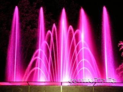 fontana musicale colorata rosa