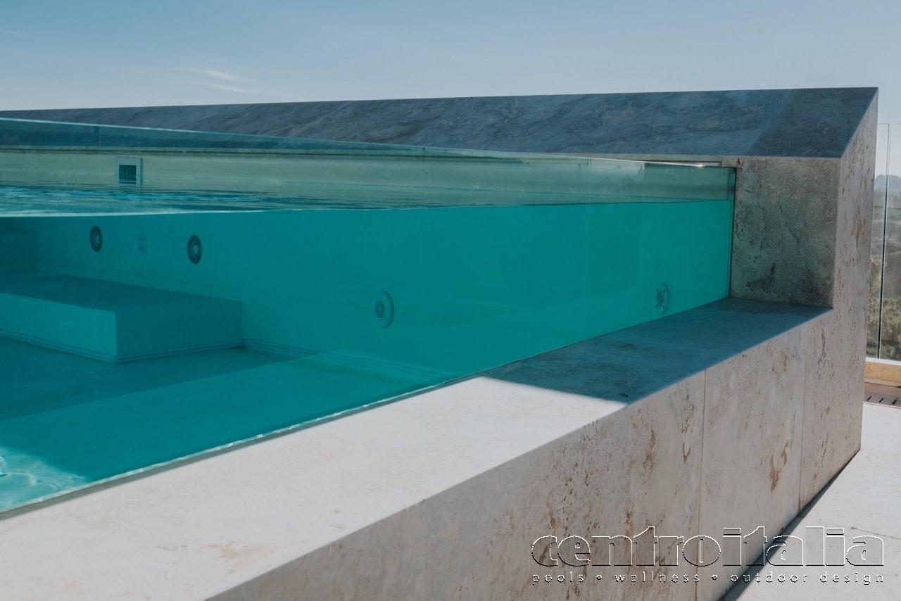 illuminazione e accessori piscina a sbalzo