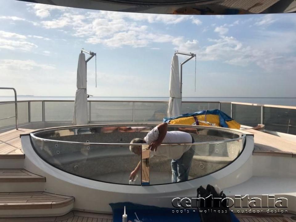 Service di assistenza per vasche e piscine su yacht e barche