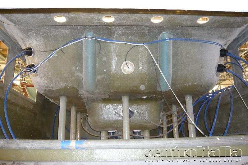 Collegamenti e rifiniture vasca idro per yacht